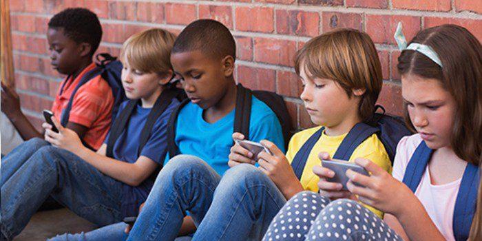 kids-cellphone